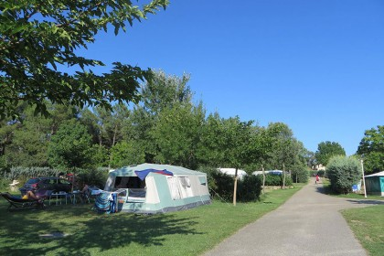camping-rouviere-les-pins-ardeche-01